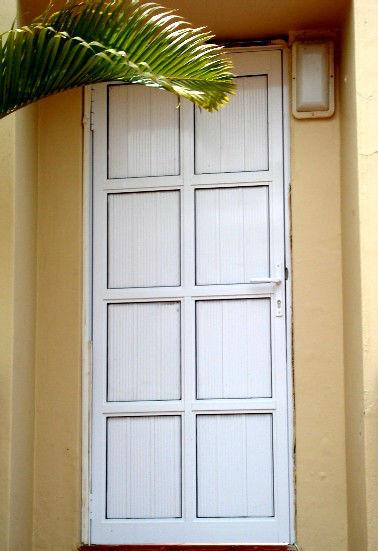 aluninium-cladded-hinge-door-w1920